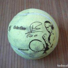 Coleccionismo deportivo: PELOTA GIGANTE DE TENIS RAFAEL NADAL COLA CAO EXPO ZARAGOZA 2008. TAMAÑO BALÓN VOLEY.. Lote 168168492
