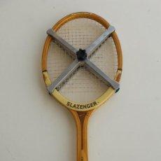 Coleccionismo deportivo: RAQUETA DE TENIS SLAZENGER CHALLENGE N°1 CON FUNDA Y PRENSA.. Lote 169599136