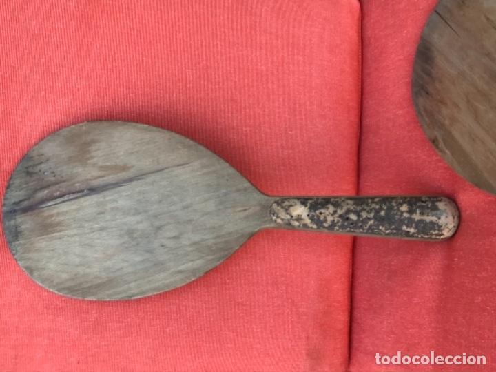 Coleccionismo deportivo: antiguas palas raquetas madera y corcho en mango años 30 mujer pala pelota juego - Foto 10 - 171465055