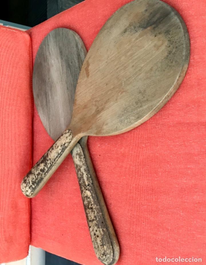 Coleccionismo deportivo: antiguas palas raquetas madera y corcho en mango años 30 mujer pala pelota juego - Foto 21 - 171465055