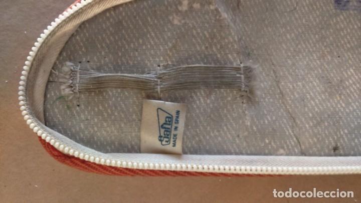 Coleccionismo deportivo: Estuche vintage escolar publicidad zapatillas deporte Paredes. Difícil de encontrar en forma de bota - Foto 3 - 175650097