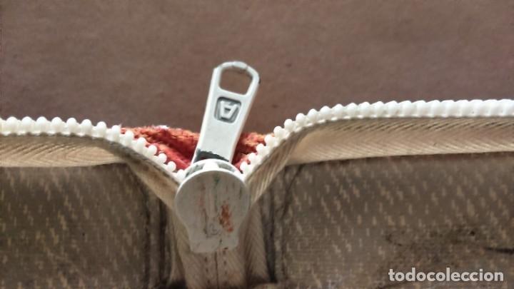 Coleccionismo deportivo: Estuche vintage escolar publicidad zapatillas deporte Paredes. Difícil de encontrar en forma de bota - Foto 4 - 175650097