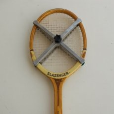 Coleccionismo deportivo: RAQUETA TENIS SLAZENGER +PRENSA+FUNDA. AÑOS 70.. Lote 177115738