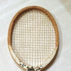 Coleccionismo deportivo: RAQUETA ANTIGUA DE TENNIS DE MADERA · MARCA CLIMAX . Lote 177825173