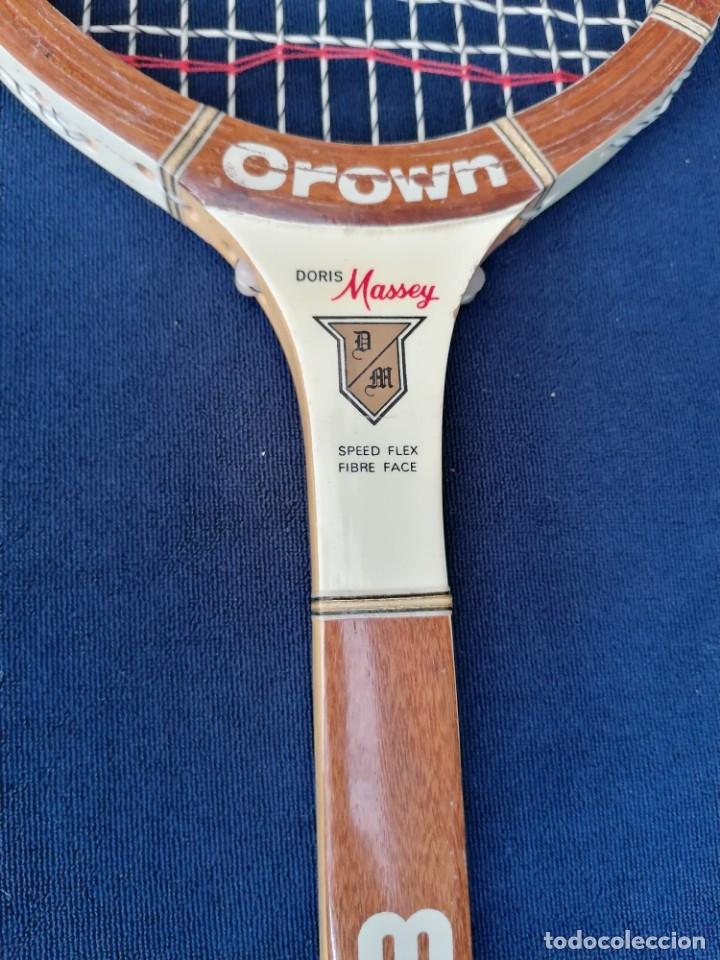 Coleccionismo deportivo: Antigua raqueta le la firma Crown doris Massey - Foto 2 - 177937754