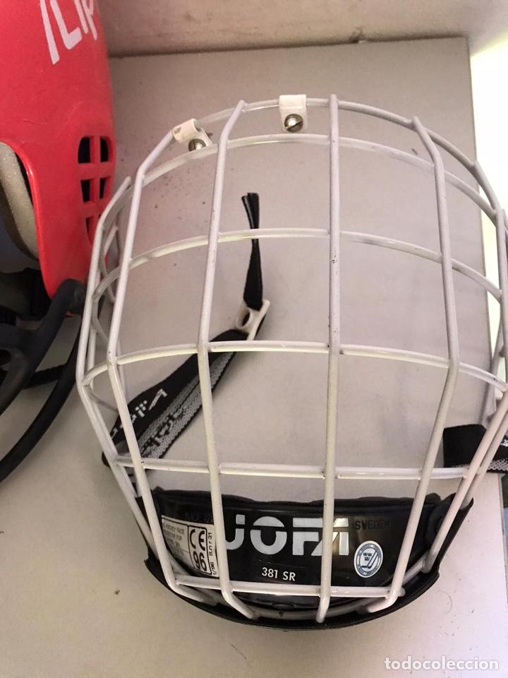 Coleccionismo deportivo: Antiguo casco de hockey y protector - Foto 2 - 180036476