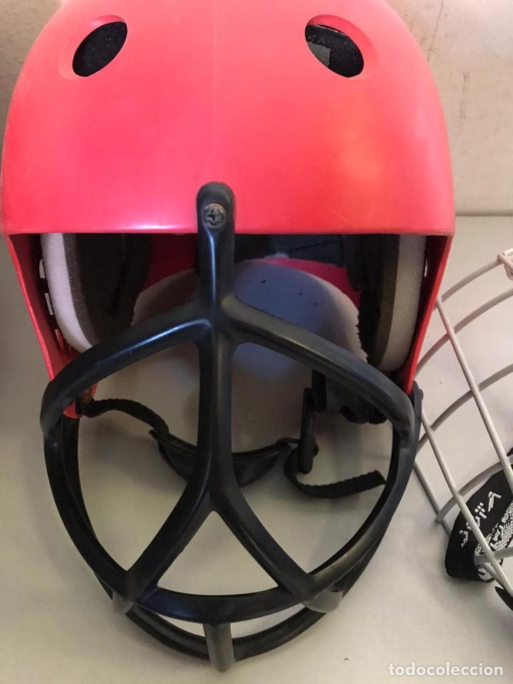 Coleccionismo deportivo: Antiguo casco de hockey y protector - Foto 3 - 180036476