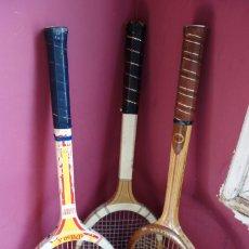 Coleccionismo deportivo: TRES RAQUETAS TENIS MADERA VINTAGE. Lote 180185191