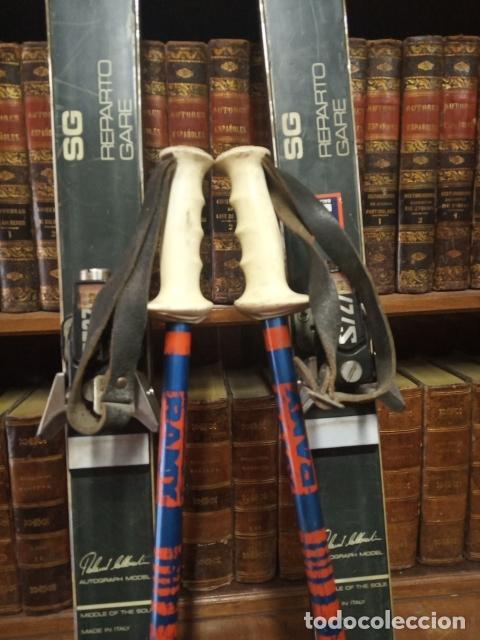 Coleccionismo deportivo: Juego de antiguos esquís con sus bastones. Tua Bora equipe. Made in Italy. Desing P. Simion. - Foto 5 - 181136662