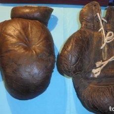 Coleccionismo deportivo: BOXEO - ANTIGUOS GUANTES DE BOXEO DE PIEL AÑOS 30/40 - SEÑALES DE USO POR EL TIEMPO. Lote 182462448