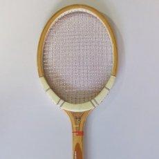 Coleccionismo deportivo: VINTAGE RAQUETA DE TENIS MADERA DUNLOP.. Lote 183172717