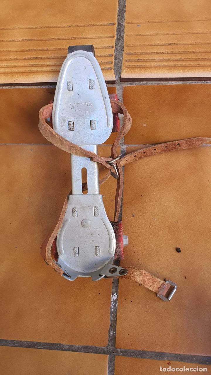 Coleccionismo deportivo: Bonitos patines antiguos, fabricación española - Foto 3 - 183444185