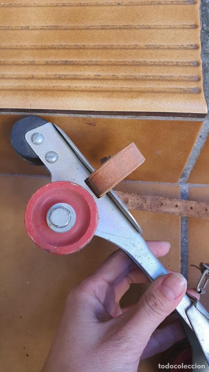 Coleccionismo deportivo: Bonitos patines antiguos, fabricación española - Foto 10 - 183444185