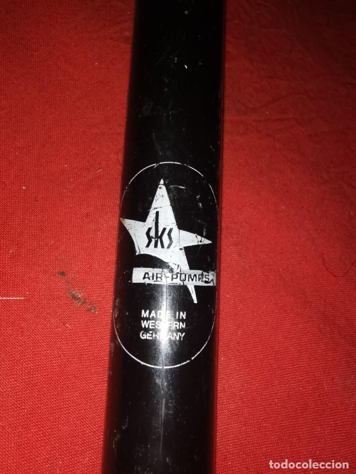 Coleccionismo deportivo: Bomba de bicicleta. Años 60.alemania oriental - Foto 3 - 190035085