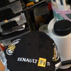 Coleccionismo deportivo: GORRA RENAULT F1 TEAM CHAMPION CONSTRUCTORES AÑOS 2005 MAS REGALO COCHE ESCALA 1:43 RENAULT . Lote 192674165