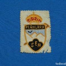 Coleccionismo deportivo: (MCAJÓN1) ESCUDO ANTIGUO EXCURSIONISMO PEÑALARA SEA, BORDADO 8X5,5 CM, SEÑALES DE USO. Lote 194491777