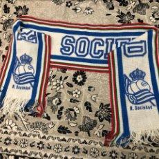 Coleccionismo deportivo: BUFANDA REAL SOCIEDAD - VER LAS PIEZAS. Lote 195155188