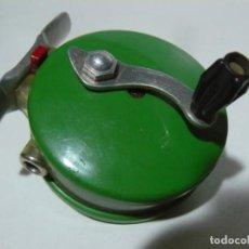 Coleccionismo deportivo: CARRETE DE PESCA - PEERLESS PROTECT 61 - MUY BUEN ESTADO. Lote 195225981