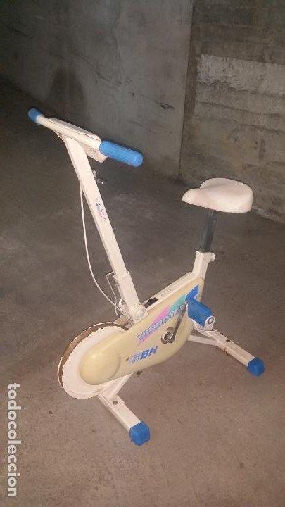 Coleccionismo deportivo: bicicleta estatica BH VIBROTEMPO buen estado - Foto 2 - 195334580