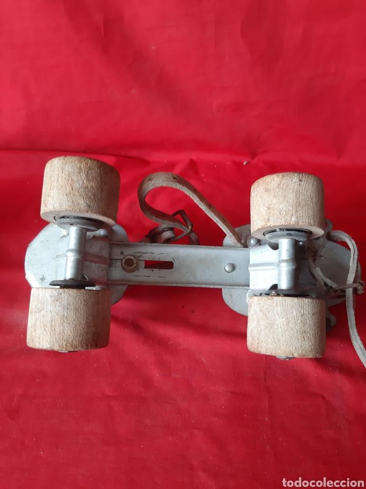 Coleccionismo deportivo: Antiguos patines extensibles con ruedas de madera sancheski Irún - Foto 3 - 200018731