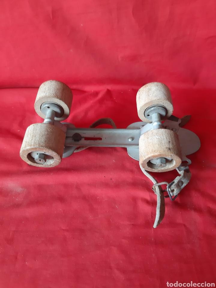 Coleccionismo deportivo: Antiguos patines extensibles con ruedas de madera sancheski Irún - Foto 4 - 200018731