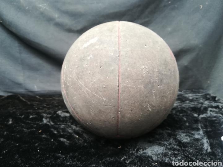 Coleccionismo deportivo: viejo Balón medicinal - Foto 2 - 202590496