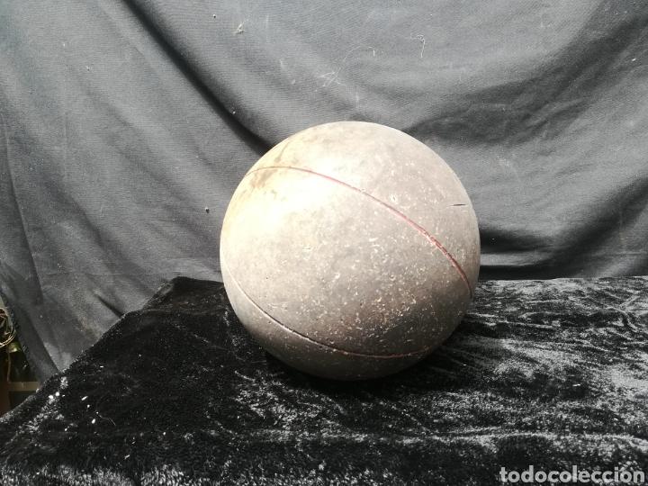 Coleccionismo deportivo: viejo Balón medicinal - Foto 3 - 202590496