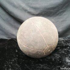 Coleccionismo deportivo: VIEJO BALÓN MEDICINAL. Lote 202590496