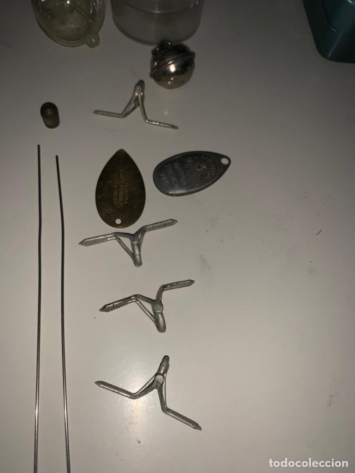 Coleccionismo deportivo: Pesca 36 cucharillas, hilo de pescar, anzuelos, varios lote - Foto 17 - 207400560