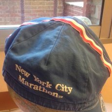 Coleccionismo deportivo: GORRA MERCEDES BENZ NEW YORK CITY MARATHON TM = MARATON DE NUEVA YORK. Lote 208418037