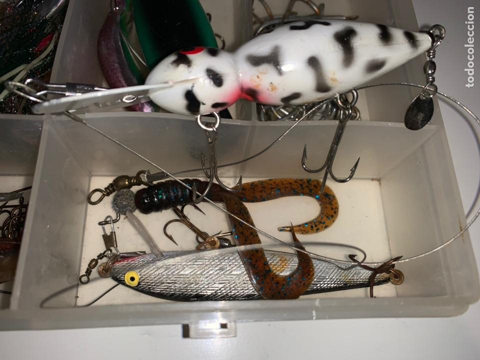 Coleccionismo deportivo: Gran lote artículos pesca anzuelos, cebos, carretes, hilo, cucharillas, boyas, plomos...etc - Foto 2 - 208433415