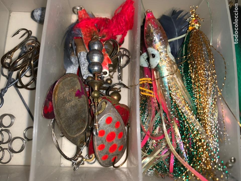 Coleccionismo deportivo: Gran lote artículos pesca anzuelos, cebos, carretes, hilo, cucharillas, boyas, plomos...etc - Foto 5 - 208433415