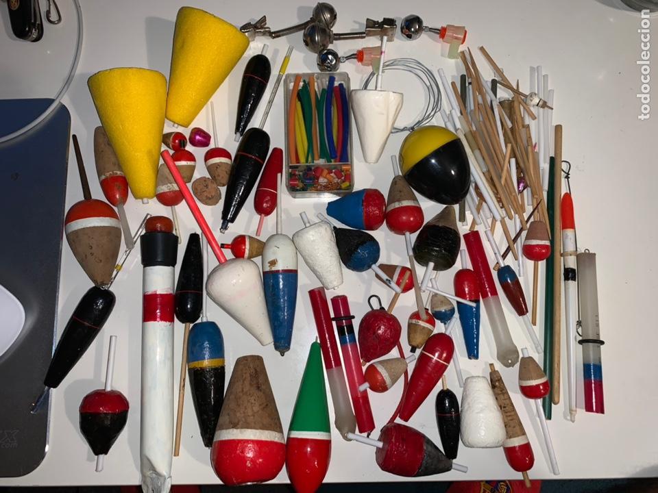 Coleccionismo deportivo: Gran lote artículos pesca anzuelos, cebos, carretes, hilo, cucharillas, boyas, plomos...etc - Foto 15 - 208433415