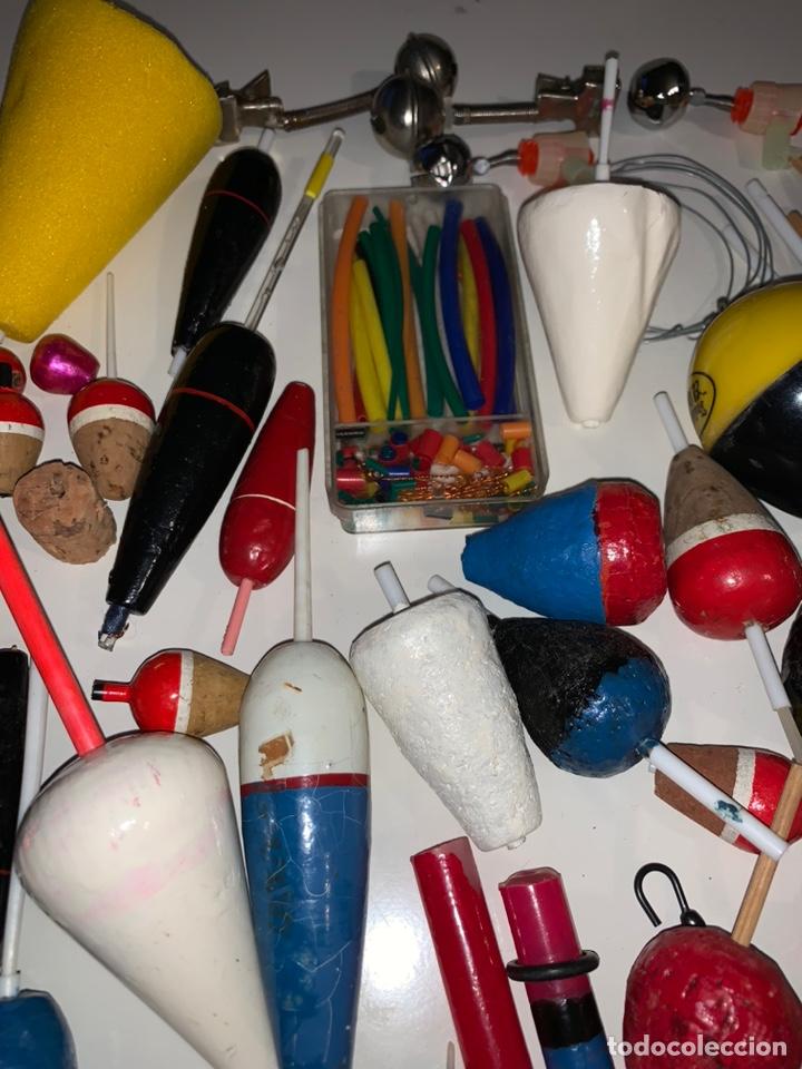 Coleccionismo deportivo: Gran lote artículos pesca anzuelos, cebos, carretes, hilo, cucharillas, boyas, plomos...etc - Foto 18 - 208433415
