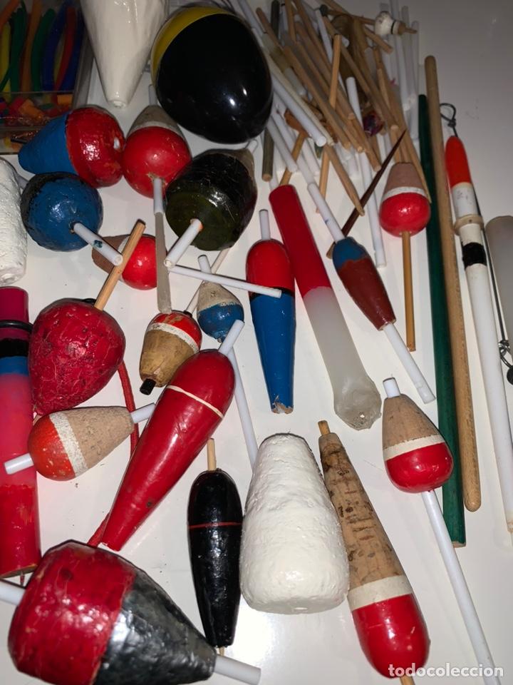 Coleccionismo deportivo: Gran lote artículos pesca anzuelos, cebos, carretes, hilo, cucharillas, boyas, plomos...etc - Foto 20 - 208433415