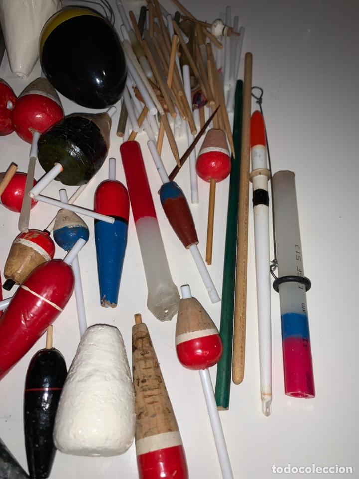 Coleccionismo deportivo: Gran lote artículos pesca anzuelos, cebos, carretes, hilo, cucharillas, boyas, plomos...etc - Foto 21 - 208433415