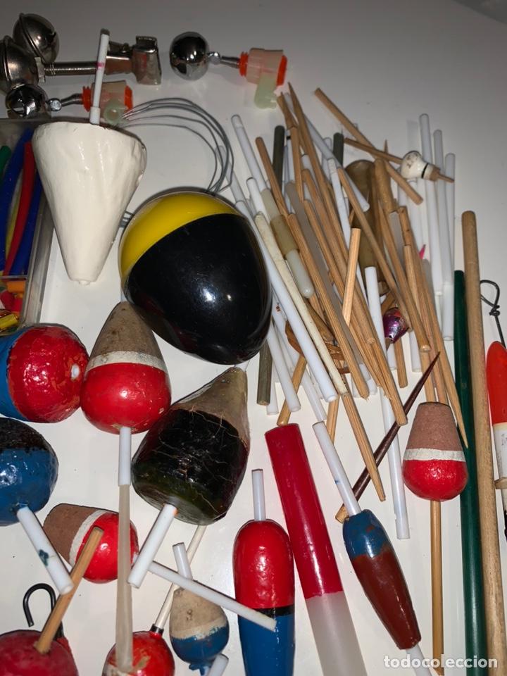 Coleccionismo deportivo: Gran lote artículos pesca anzuelos, cebos, carretes, hilo, cucharillas, boyas, plomos...etc - Foto 22 - 208433415