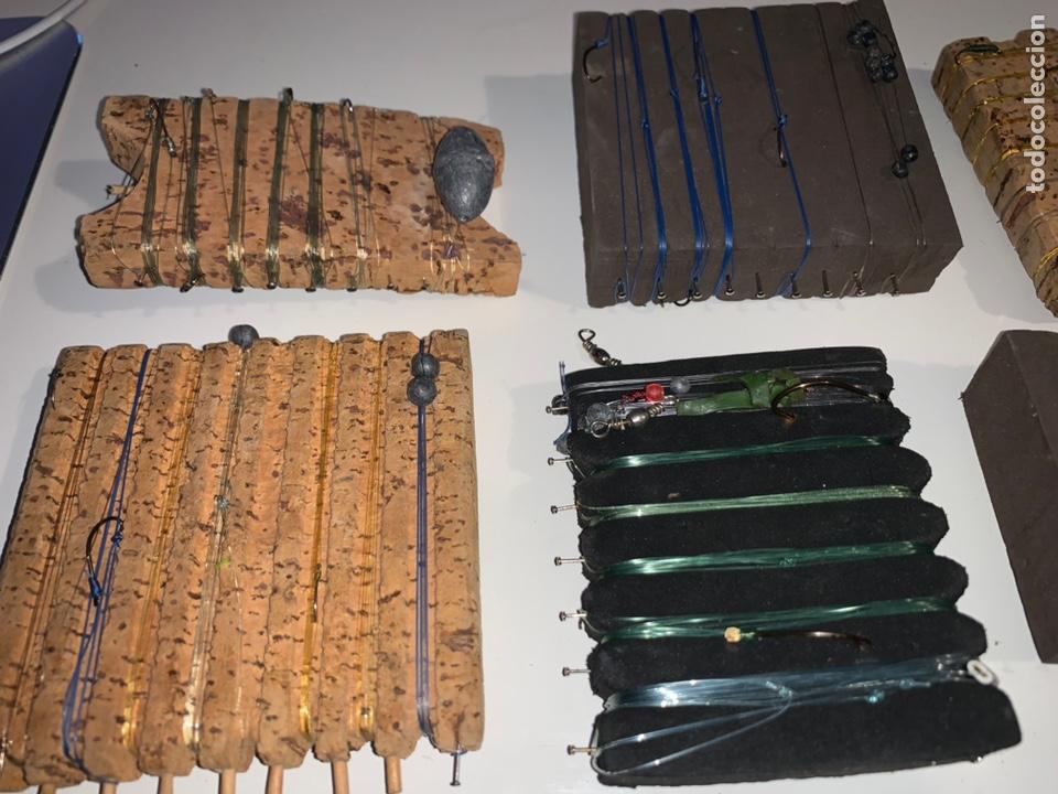 Coleccionismo deportivo: Gran lote artículos pesca anzuelos, cebos, carretes, hilo, cucharillas, boyas, plomos...etc - Foto 35 - 208433415