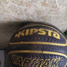 Coleccionismo deportivo: KIPSTA STREETOASKET HALL Y KIPSTA TARMAK DOS BALONES. Lote 208822823