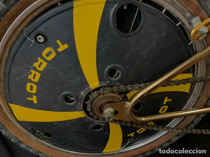 Coleccionismo deportivo: Bicicleta de BMX Torrot el Dorado Golden Gate con llantas lenticulares - Foto 9 - 211690620