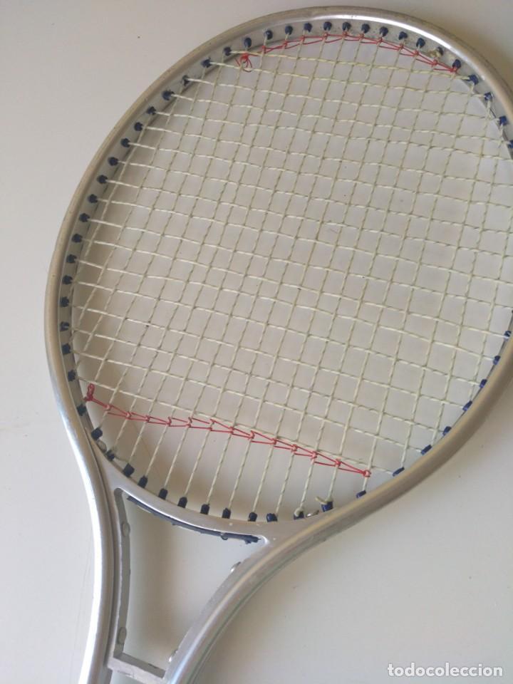 Coleccionismo deportivo: Antigua Raqueta de Tenis de Aluminio, 69 cm - Foto 2 - 213271097