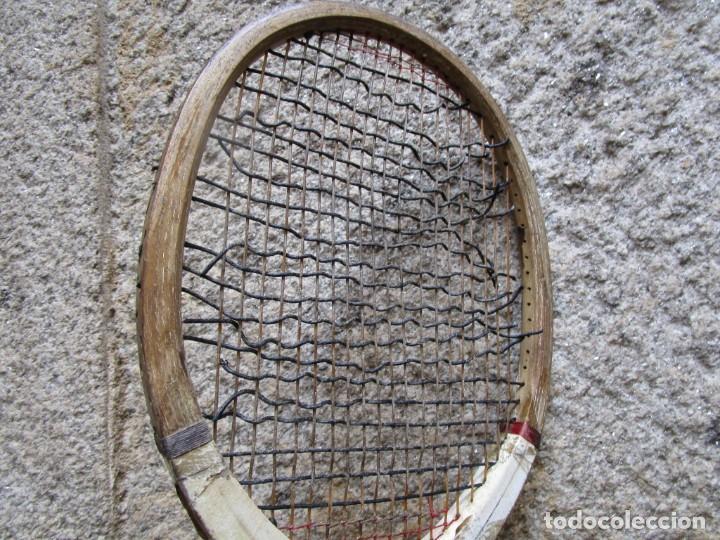 Coleccionismo deportivo: TENIS - ANTIGUA RAQUETA MADERA CON TENSOR EN ROBLE - 69CM 1.1KG, SOLIDA Y LIMPIA, MAL CUERDAS + INFO - Foto 4 - 213344791