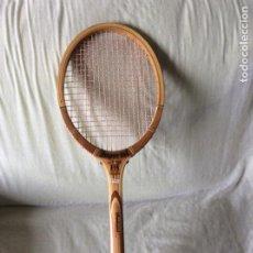 Coleccionismo deportivo: ANTIGUA RAQUETA IMPERIAL...NUEVA DE ALMACÉN. AÑOS 80. Lote 218073712