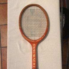 Coleccionismo deportivo: RAQUETA ANTIGUA DE MADERA SNAUWAERT. Lote 218309710