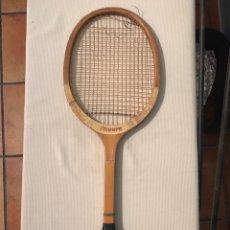 Coleccionismo deportivo: RAQUETA ANTIGUA DE MADERA TRIUMPH ROLAND GARROS. Lote 218310371