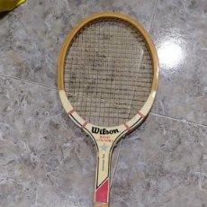 Coleccionismo deportivo: RAQUETA DE TENIS DE MADERA WILSON JIMMY CONNORS. Lote 218809287
