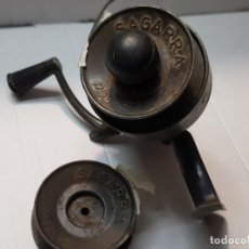 Coleccionismo deportivo: CARRETE DE PESCA SAGARRA MODELO 47 CON 2 BOBINAS FUNCIONANDO MADE IN SPAIN. Lote 220978005