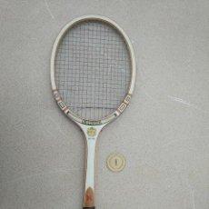 Coleccionismo deportivo: RAQUETA DE TENIS DE MADERA ANTIGUA KAWASAKI. Lote 232855060