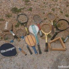 Coleccionismo deportivo: LOTE RAQUETAS ANTIGUAS DE TENIS, BÁDMINTON, FUNDAS Y PALA MADERA - ROX, DUNLOP, SLAZENGER. Lote 257305010