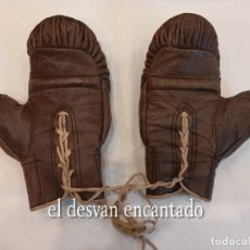 Coleccionismo deportivo: GUANTES DE BOXEO DE CUERO. ORIGINALES AÑOS 1930S. TALLA INFANTIL O CADETE.. Lote 261802535